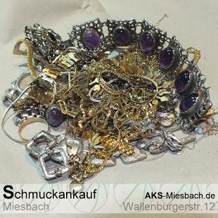 Wir kaufen Schmuck in Gold & Silber, Paltinschmuck, defekten Schmuck, Diamant- und Edelstein besetzte Schmuckstücke.